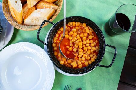 Image of healthy food of chickpeas with tripe with red sauces 版權商用圖片