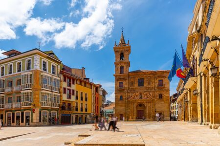 Facade of City hall of Oviedo in summer day. Constitution square; Oviedo; Asturias; Spain 免版税图像 - 129104977