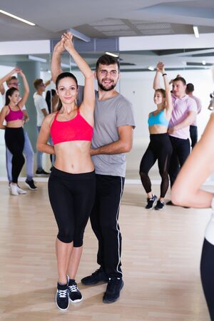 Glad dancing pair dance  together  in studio Stockfoto