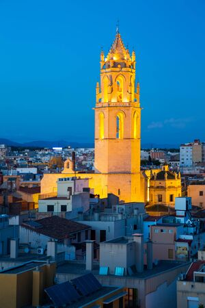 Panoramic city view with cathedral in evening in Reus Foto de archivo - 129252952