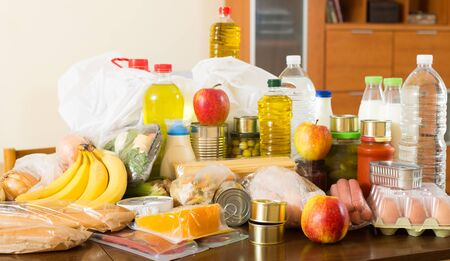 purchases from supermarket  on table in home interior Banque d'images - 129676966