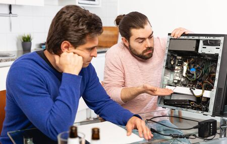 Men do not know how to repair a computer