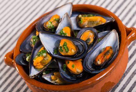 Baked mussels with sauce of garlic and parsley served in clay pot Stock fotó