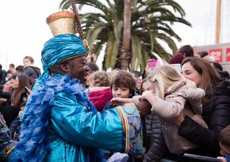 BARCELONA, SPAIN –  JANUARY 5, 2017: King-magician Baltasar and his retinue take letters from children. Barcelona, Spain Publikacyjne