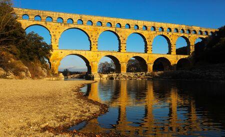 Pont du Gard: uno de los mejores puentes y monumentos de la antigüedad en Francia