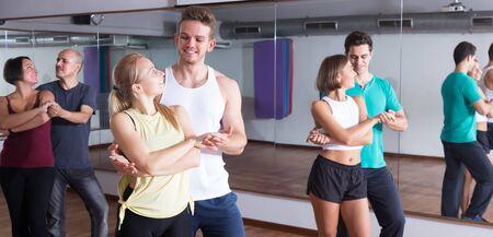 People learning dance steps in dance hall 版權商用圖片