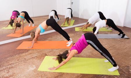 Group yoga classes in a fitness club Stockfoto