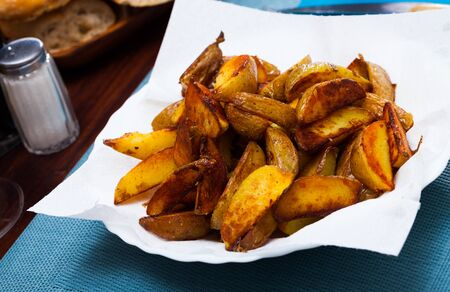 Appetizing fried potato wedges Stockfoto - 132101590