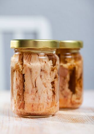 Glass jar with canned tuna in oil Standard-Bild