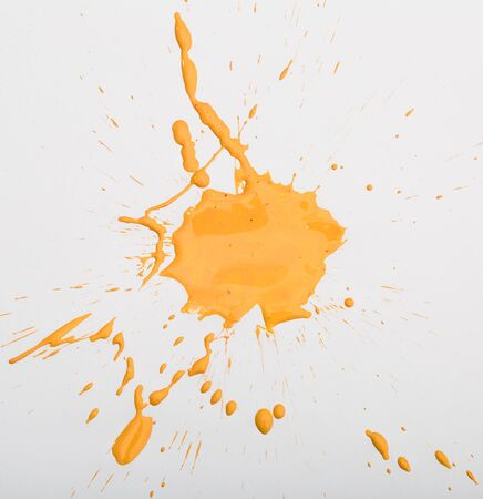 Blot and splashes of yellow paint isolated on white background Zdjęcie Seryjne - 133459191
