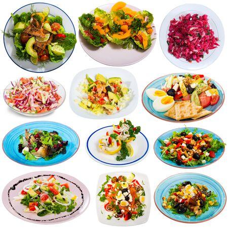 Conjunto de diversas ensaladas aislado sobre fondo blanco. Foto de archivo