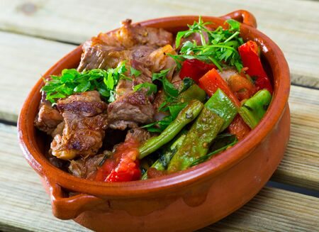 Image of tasty gyuvech dish of bulgarian cuisine with beef and vegetables at clay pot Stockfoto
