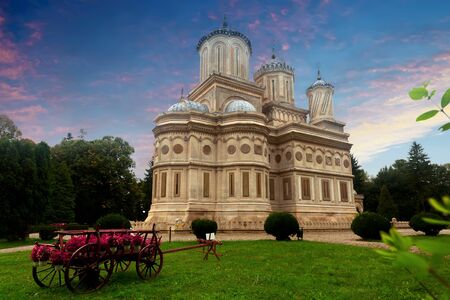 Picturesque landscape with Curtea de Arges Cathedral, masterpiece of Byzantine architecture in Romania Banco de Imagens