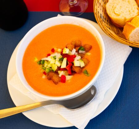 Andalusian gazpacho - vegetable soup puree traditionally served cold with crispy fried croutons. Spanish cuisine Archivio Fotografico