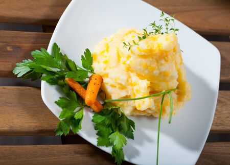 Traditional dish of Scottish cuisine - Clapshot served with baked carrots and greens Imagens