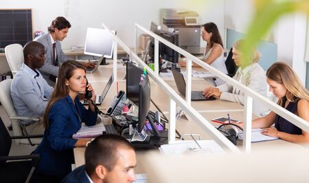 Working process in open space modern office Imagens