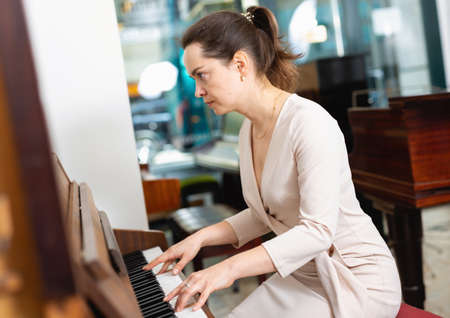Portrait beautiful woman playing piano Archivio Fotografico