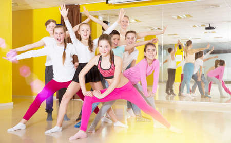 Children having fun in choreography class, posing with trainer Banque d'images