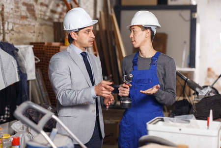 Architect talking with worker