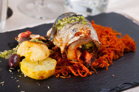 Roll mackerel with carrots and lard