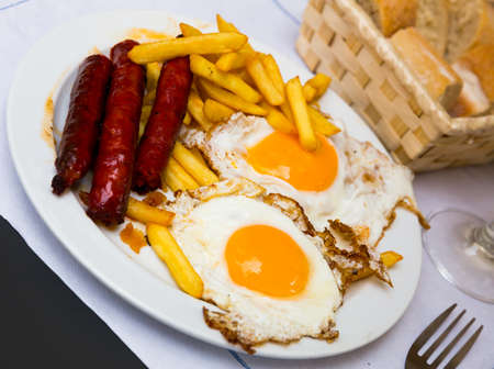 Huevos con chistorra. Scrambled eggs with sausage and potatoes.
