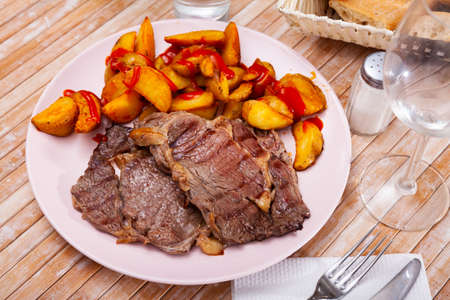 Veal entrecote with grilled potatoes with tomato sauce