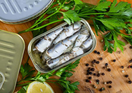 Sardines in oil with parsley, lemon and spices