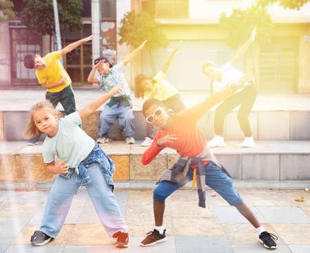 Kids training hip hop on city street 免版税图像