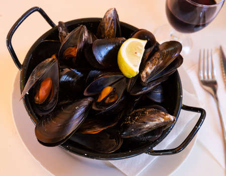 Steam cooked mussels