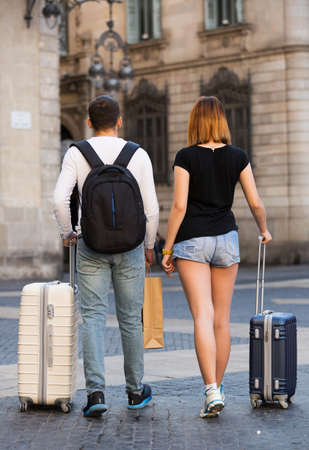 Couple going the historic city center 免版税图像