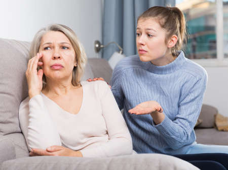 Family quarrel of an mother and adult daughter 免版税图像