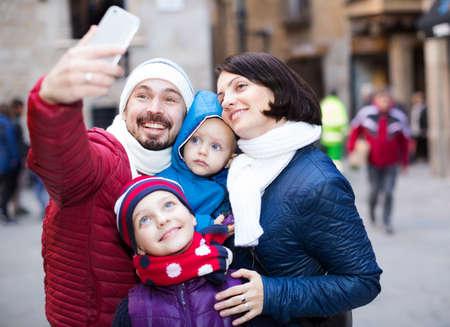 Happy family making selfie 免版税图像 - 157984559