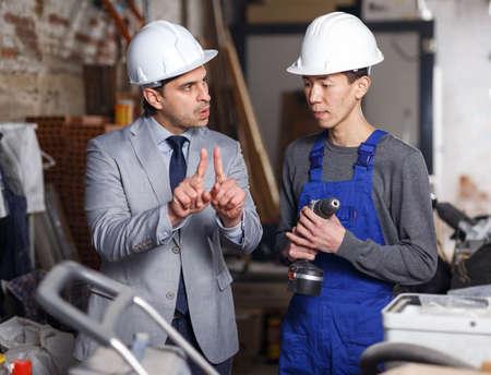 Designer explaining builder details