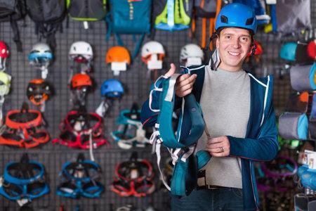 Man buying climbing equipment in sporting store Zdjęcie Seryjne