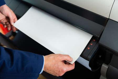 Rolling plotter printer in work