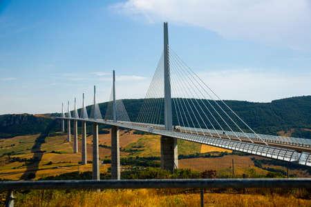 Picturesque view of Millau Viaduct, France Banque d'images