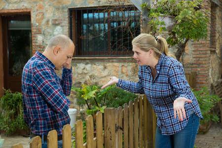 Spouses quarreling in backyard Imagens