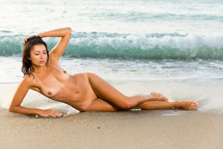 Naked woman face to the viewer