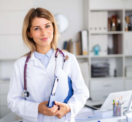 woman practicing medecine in her white office