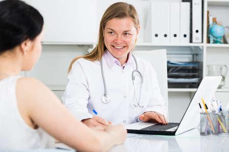 Woman visiting female doctor Archivio Fotografico