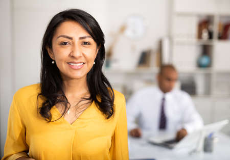 Portrait of a positive business woman in the office 免版税图像
