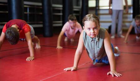 Kids doing push-ups in gym Stock fotó