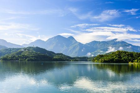 Cenário do lago moon de Sun em Taiwan, Ásia.