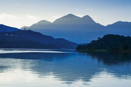 The scenery of Sun Moon Lake at sunrise, the famous attraction in Taiwan, Asia. Banque d'images