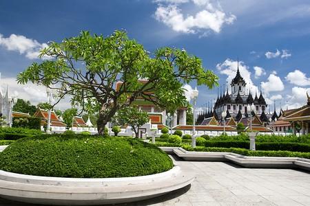 Thai Temple nears public park photo