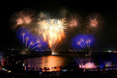 fin de ao: Hermoso fuego artificial en Tailandia