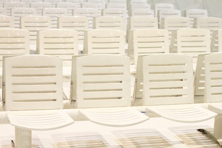 line lines luxury meeting: A line of white chairs