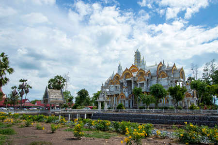 Wat Phai Rong Wua is a famous and famous landmark as well as a tourist attraction in Suphan Buri in Thailand.