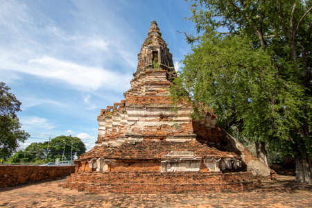 Worachet Temple is a historic and important tourist attraction in Phra Nakhon Si Ayutthaya Province in Thailand. Imagens