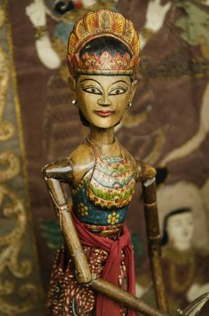 marioneta de madera: marionetas de madera en bali indonesia
